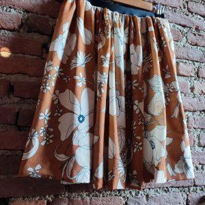 floreal skirt on viscose fabric